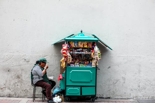 Darmowe zdjęcie z galerii z asortyment, biznes, bruk, budynek