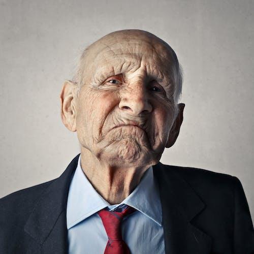 Základová fotografie zdarma na téma děda, dívání, formální kabát, muž