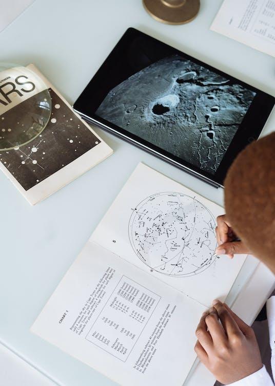 Person, Die Astronomie Studiert