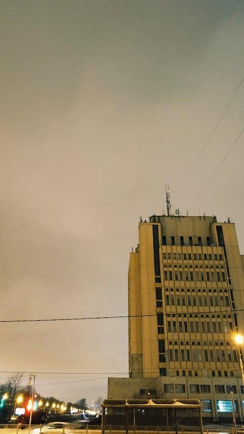 Foto stok gratis Arsitektur, gedung kantor, kota, lampu