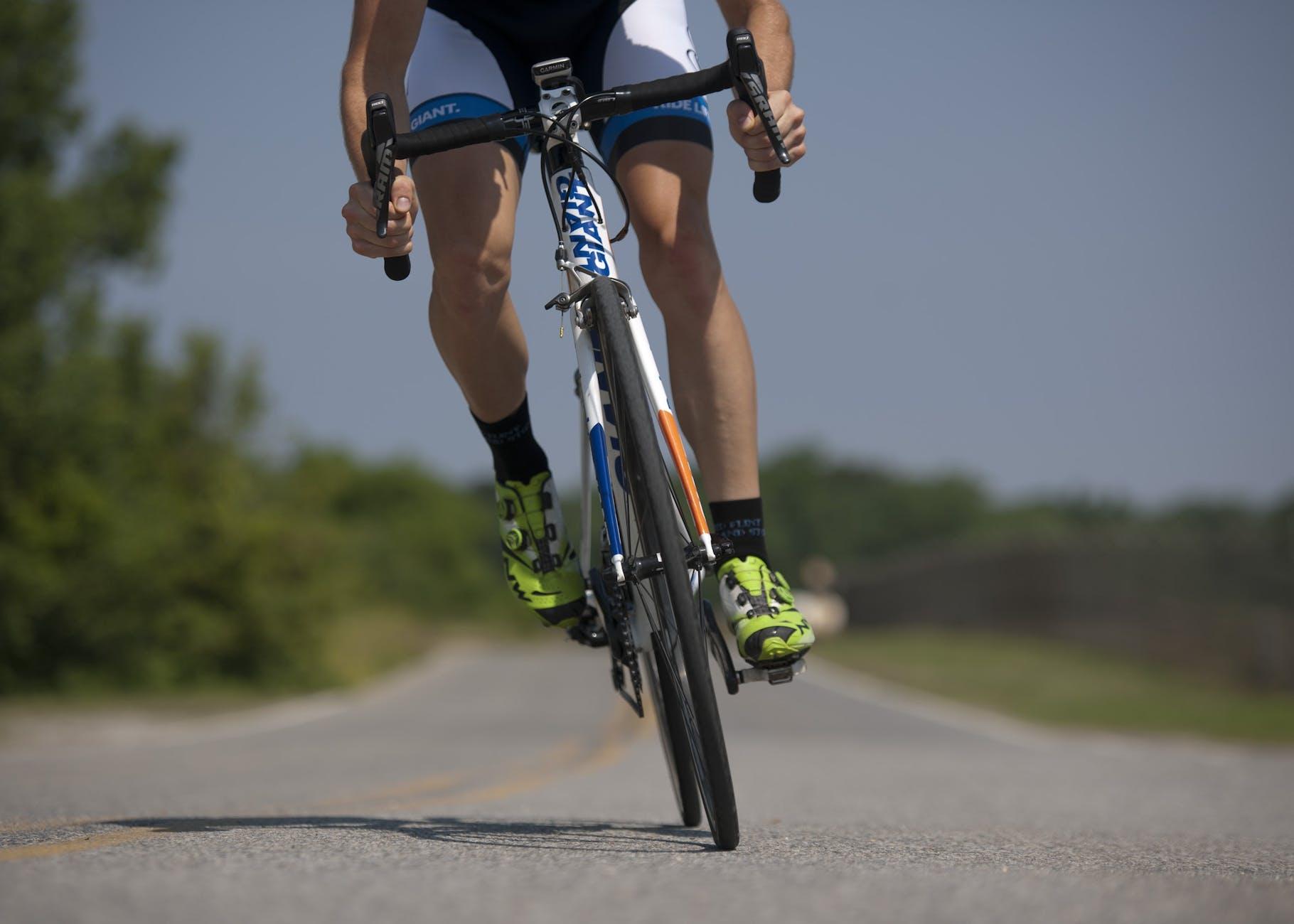 kuitspieren trainen met fietsen