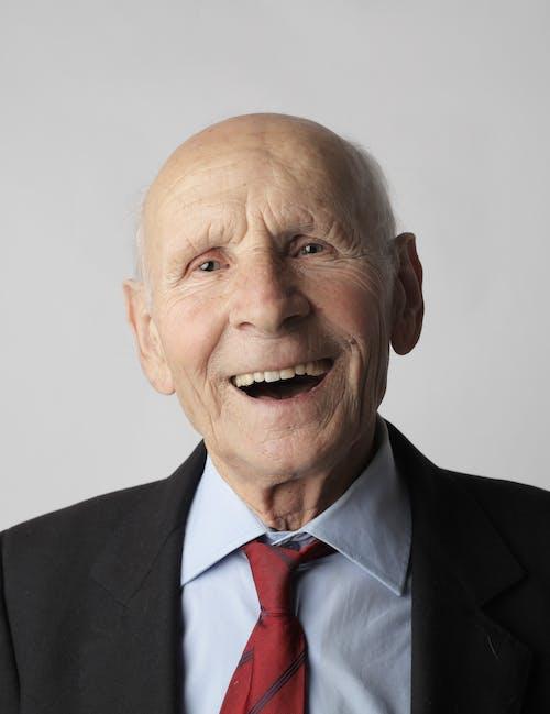 Gratis stockfoto met bejaard, bejaarde man, bejaarden, blij