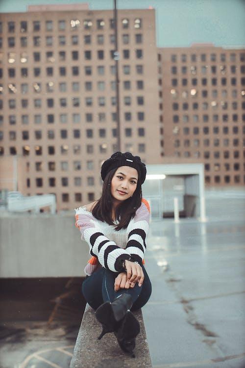 Základová fotografie zdarma na téma město, móda, na výšku, nosit