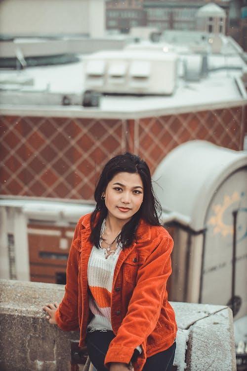 Základová fotografie zdarma na téma brunetka, cestování, dospělý, hezký
