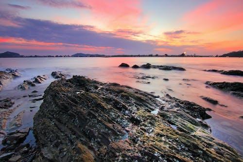 Foto profissional grátis de água, alvorecer, beira-mar, cênico