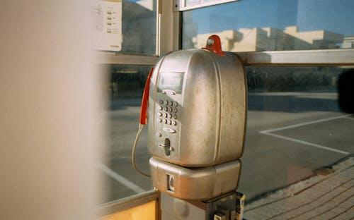 Foto d'estoc gratuïta de analògic, antic, cabina telefònica, carrer