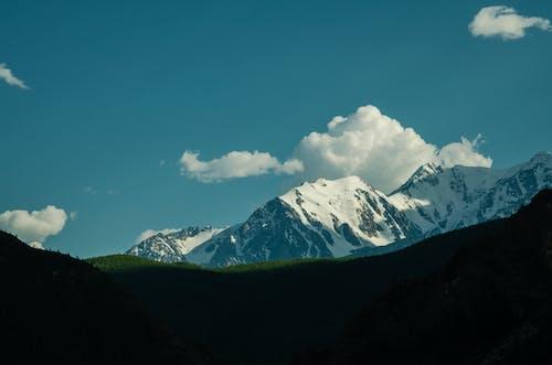 Darmowe zdjęcie z galerii z chmury, góry, las, lodowiec