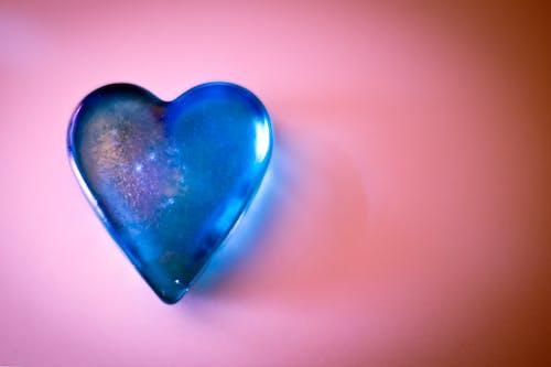 Fotos de stock gratuitas de azul, corazón, cristal