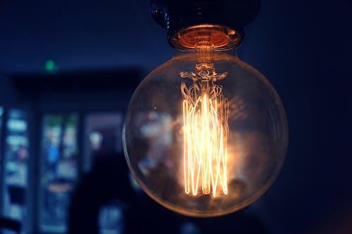 açık, ampul, aydınlatılmış, elektrik içeren Ücretsiz stok fotoğraf
