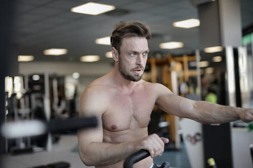 Sportsman with strong torso training in gym