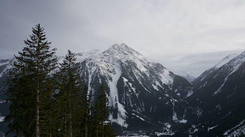 눈 덮힌 산