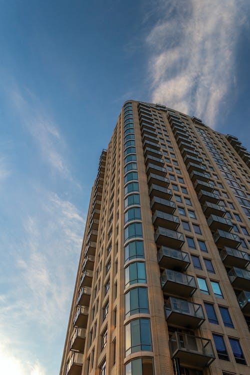 Бесплатное стоковое фото с архитектура, Архитектурное проектирование, взгляд вверх, геометрический узор