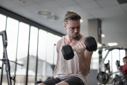 Gratis stockfoto met biceps, binnen, binnenshuis, bodybuilden