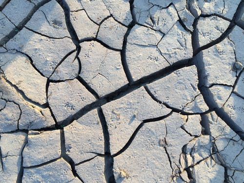 Cracks on Earth Surface
