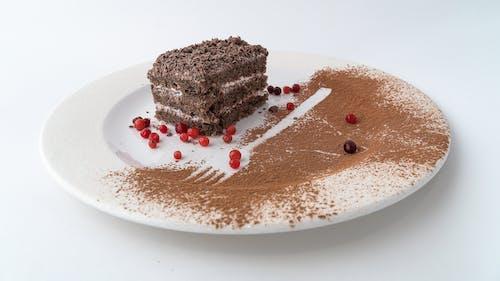 Schokoladenkuchen Auf Weißer Keramikplatte