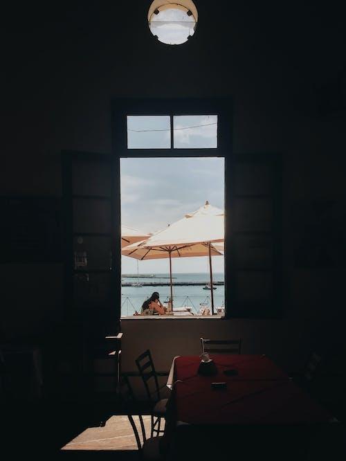açık, açık pencere, aile içeren Ücretsiz stok fotoğraf