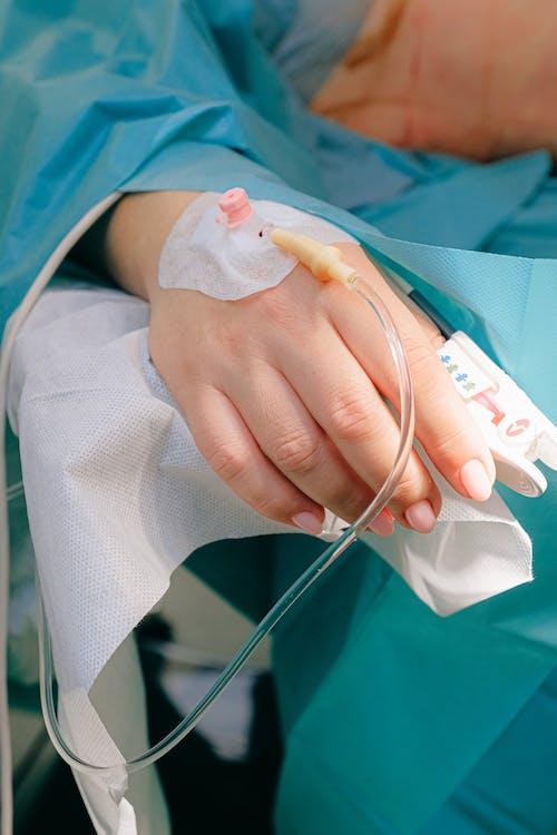Patient Avec Iv Line