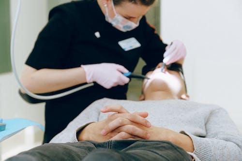 Homem Fazendo Exame Odontológico