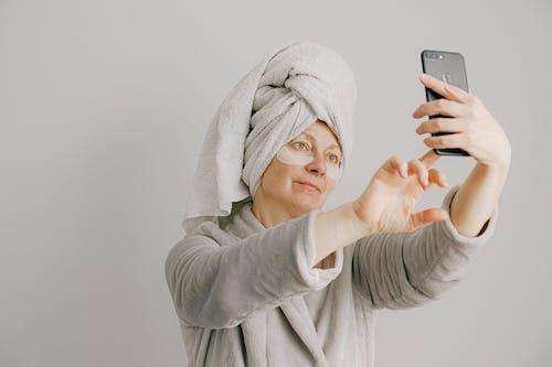 Darmowe zdjęcie z galerii z kobieta, osoba, portret, robienie zdjęcia
