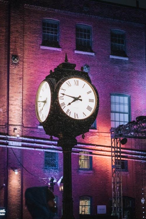 Gratis lagerfoto af destilleri, hænderne på et ur, klokketårn