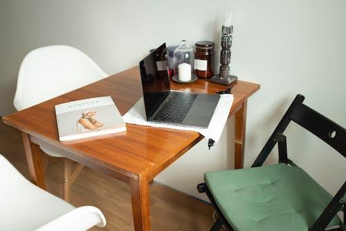 Kostenloses Stock Foto zu buch, büro, drinnen