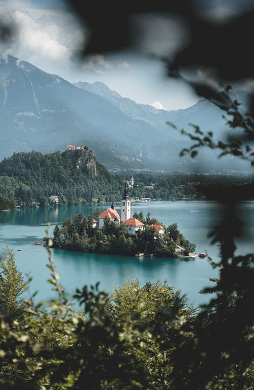 Безкоштовне стокове фото на тему «берег моря, берег озера, відображення»
