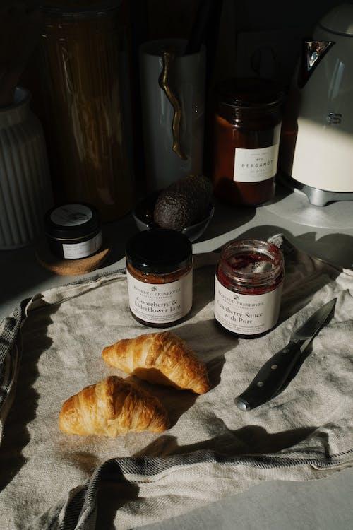 Δωρεάν στοκ φωτογραφιών με ζυμάρι, κρουασάν, μαρμελάδα, πρωινό