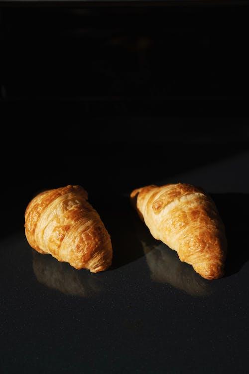 Kostenloses Stock Foto zu brot, croissants, essen, gebäck