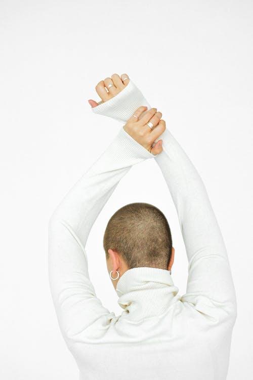 Imagine de stoc gratuită din alb, brațele ridicate, fundal alb, îmbracă