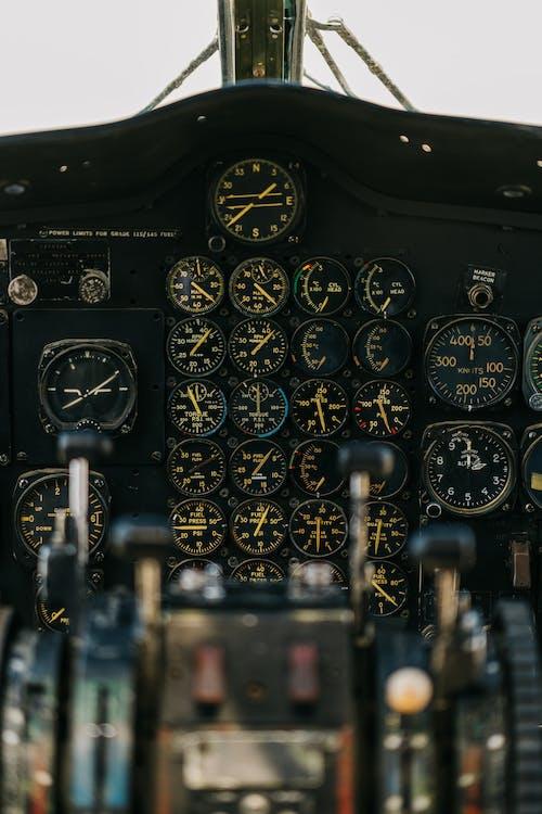 Panel Ze Wskaźnikami W Kokpicie Samolotu