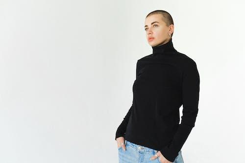 Kostenloses Stock Foto zu fashion, frau, heftig