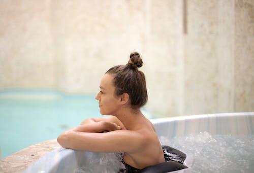 Immagine gratuita di donna, persona, relax, vasca da bagno