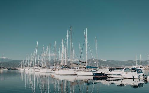 Fotobanka sbezplatnými fotkami na tému člny, dok, dopravný systém, drevený čln