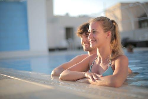 Gratis stockfoto met badmode, bij het zwembad, bikini