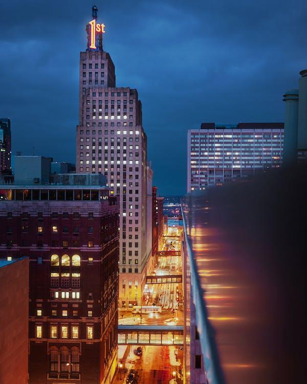 Fotos de stock gratuitas de anochecer, arquitectura, calle