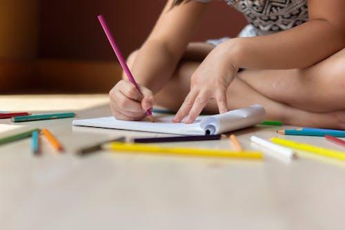 คลังภาพถ่ายฟรี ของ กระดาษ, การวาดภาพ, คน, ดินสอ