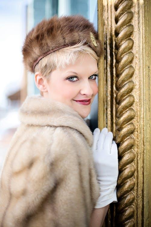 Darmowe zdjęcie z galerii z blond, futro, kobieta, moda