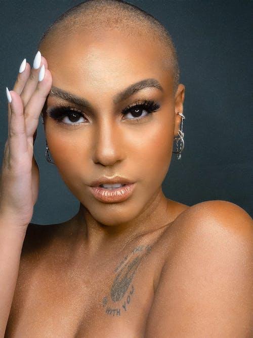 Základová fotografie zdarma na téma fotomodel/ka, hezký, krátké vlasy, makeup