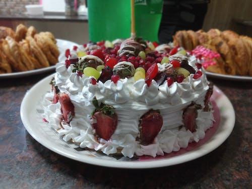 Free stock photo of birthday cake, cake, cake decorating