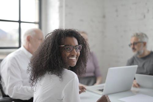Ingyenes stockfotó afro-amerikai, alkalmazott, barátságos, beindítás témában