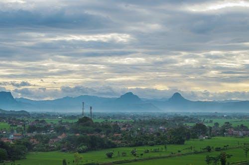 タウン, 山, 曇りの無料の写真素材