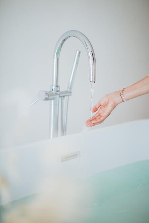 Kostenloses Stock Foto zu bad, badezimmer, chillen, drinnen