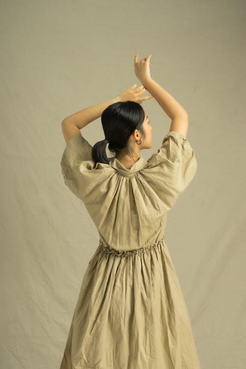 азіатська жінка, баланс, брюнетка