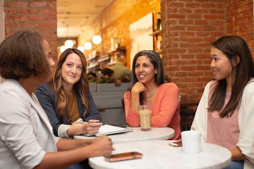 Immagine gratuita di adolescente, adulto, amicizia, caffè