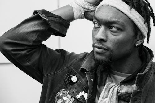 Fotobanka sbezplatnými fotkami na tému Afroameričan, bunda, černoch, čierna a biela