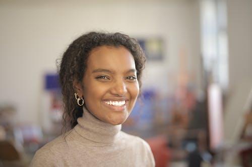 Δωρεάν στοκ φωτογραφιών με αφροαμερικάνα γυναίκα, γυναίκα, έκφραση προσώπου