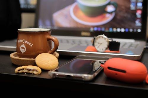 คลังภาพถ่ายฟรี ของ iphone 11, กระดาษ, กาแฟ, กาแฟดำ