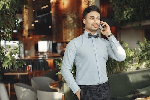 Kostenloses Stock Foto zu handy, kommunikation, mann, mobiltelefon