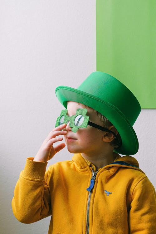 Gratis arkivbilde med barn, briller, glass