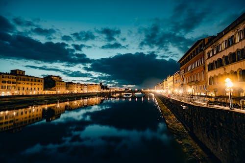 反射, 建築, 晚上, 晚間 的 免費圖庫相片